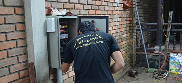 Lắp tủ điều khiển hệ thống phun nước, nhạc nước