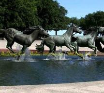 Đài phun nước kết hợp tượng ngựa