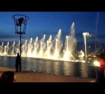 Nhạc nước, đài phun nước nghệ thuật trên hồ bơi gần bãi biển