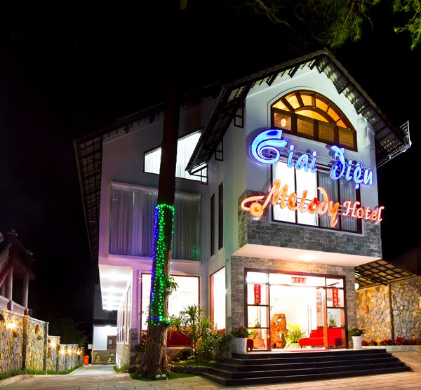 Mặt trước của khách sạn Melody tại Đà Lạt