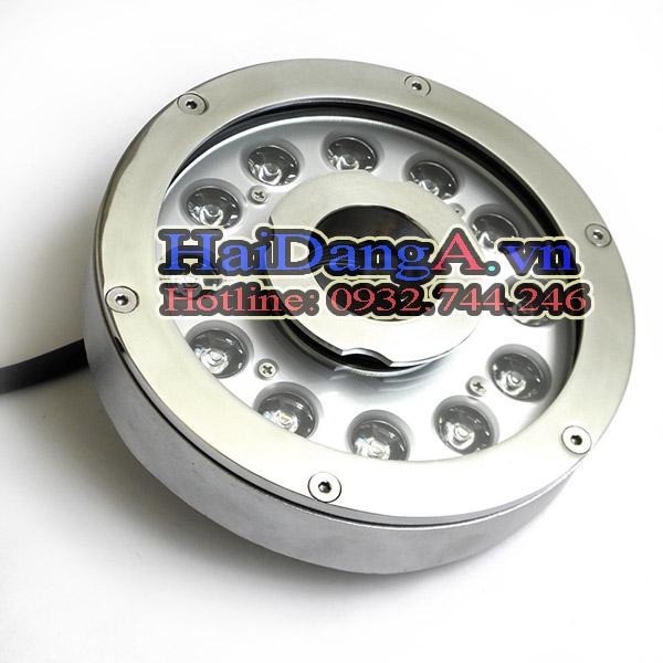 Đèn LED pha âm dưới nước được làm bằng inox đúc rất chắc chắn