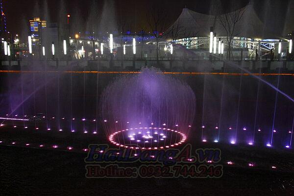 Hệ thống phun nước nghệ thuật có phao thả nổi trên hồ
