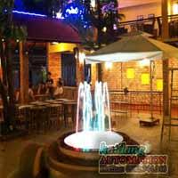 Đài phun nước quán cafe phố nhỏ