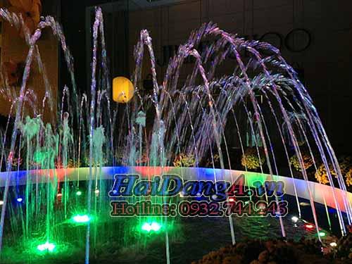 Đèn LED âm nước đổi màu sinh động