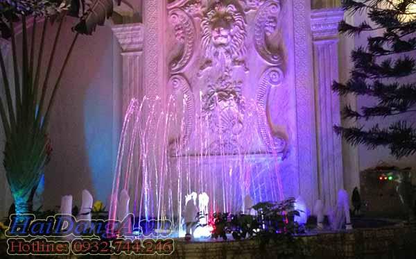 Hồ phun nước với hệ thống đèn LED âm nước đổi màu
