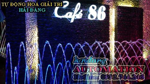 Hình ảnh logo quán cafe 86 bên trên đài phun nước