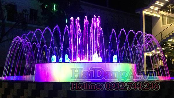 Đèn LED âm nước đổi nhiều màu sắc khác nhau