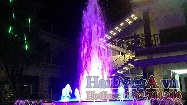 Đầu phun nước HDN-C được đèn LED âm nước chiếu sáng thay đổi màu sắc sinh động