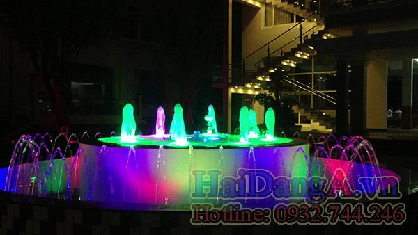 Hệ thống nhạc nước, đài phun nước nghệ thuật đang phun thấp