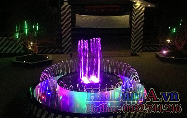 Hệ thống phun nước với đèn LED âm nước đổi màu, rực rỡ