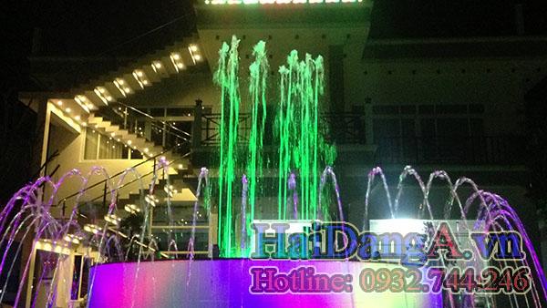 Màu sắc của đài phun nước nghệ thuật được thay đổi rất đẹp
