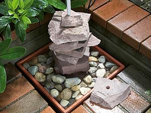 Đặt đá vào các chậu nước 2