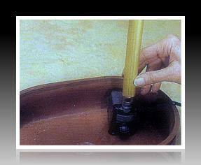 Đặt máy bơm nước dưới đáy bình gốm