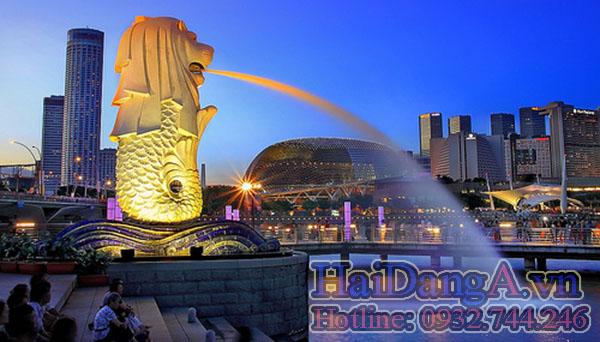 Dưới chân đầu phun nước sư tử mình cá là các đèn LED chiếu sáng nghệ thuật