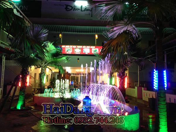 Hệ thống phun nước của nhà hàng Đầu Làng nhìn từ xa