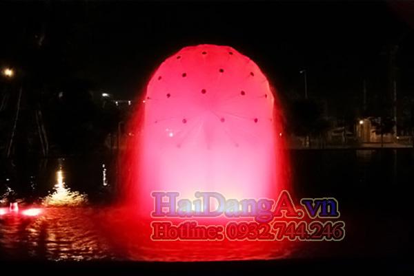 Quả cầu phun nước được chiếu sáng bằng đèn LED đổi màu tự động