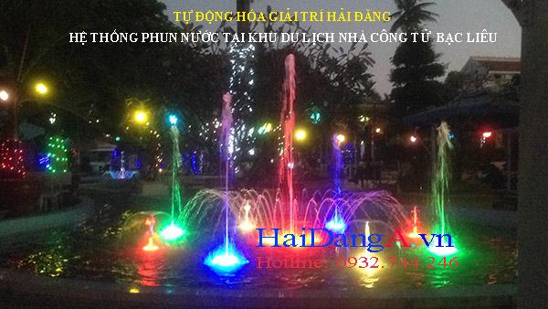 Đèn LED âm dưới nước chiếu sáng rực rỡ nhiều màu sắc