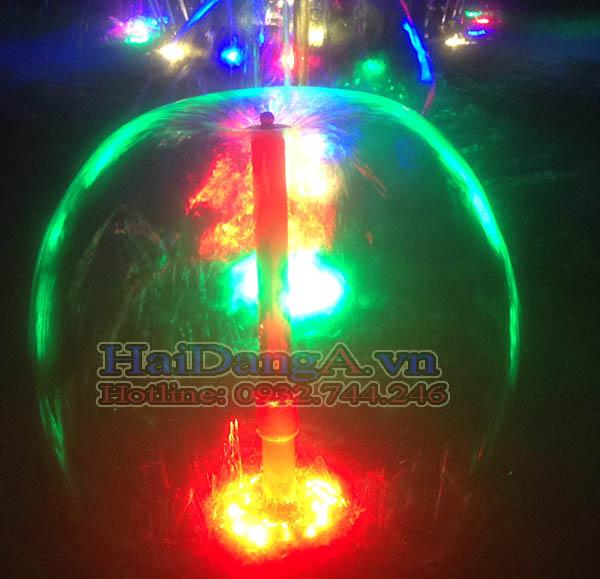 Đầu phun hình nấm và đèn LED có lỗ tròn âm nước đẹp mắt