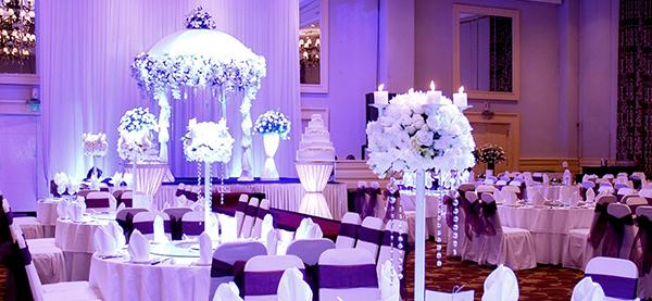 Bố trí bàn tiệc tại White Palace là rất chỉnh chu và sang trọng