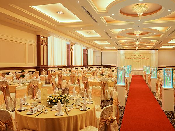 Sảnh tiệc cưới sẵn sàng đón khách tại Diamond Place