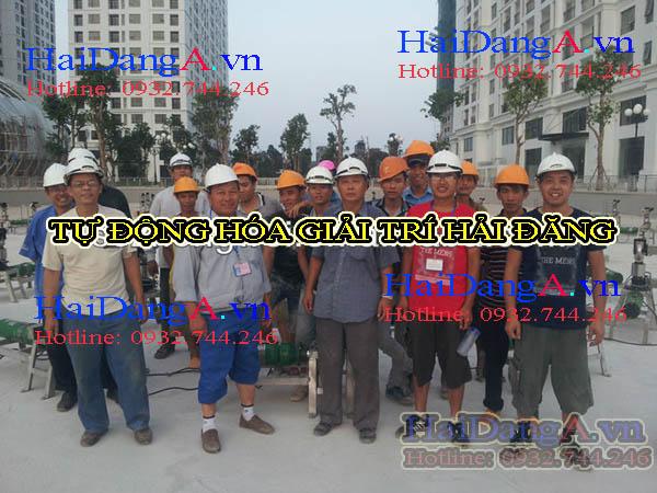 Đội ngủ công nhân viên lắp đặt hệ thống nhạc nước tại Time City Hà Nội