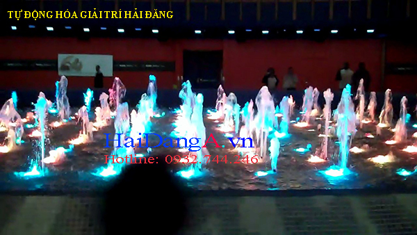 Các đầu phun và đèn LED âm nước bố trí theo dạng ma trận