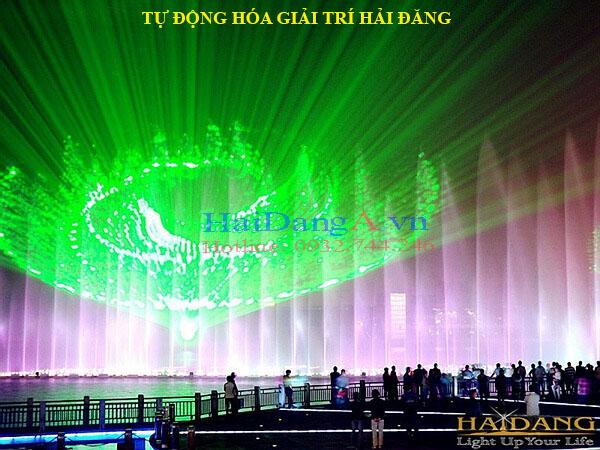 Màn nước kế hợp đèn chiếu Laser ánh sáng tuyệt vời.