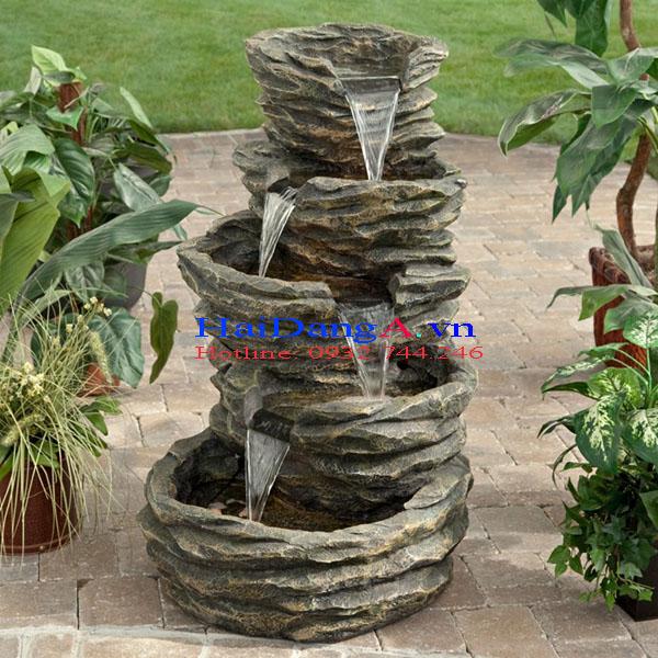 Hộ đá nước chảy tầng tạo nên một đài phun nước mini độc đáo