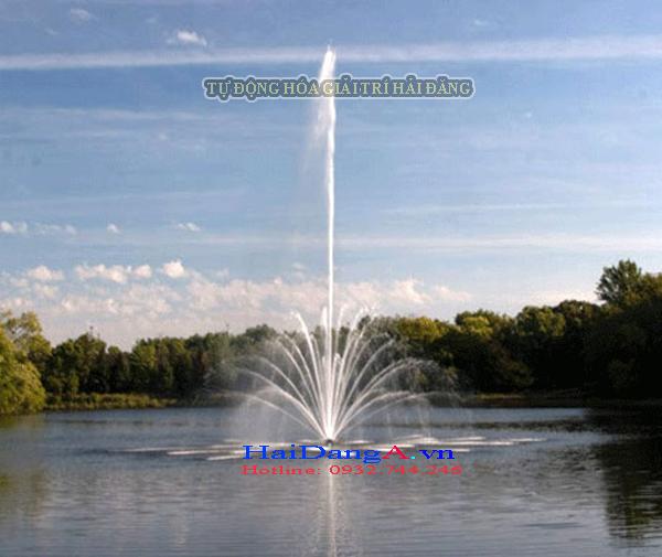 Phun chùm nước lớn dùng phao nổi trên sông