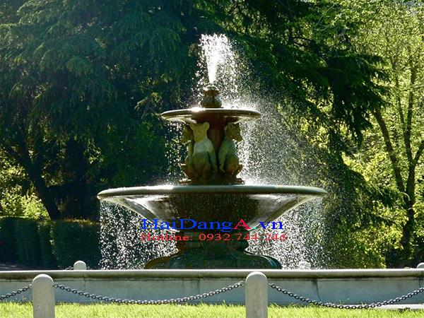 Đài phun nước nghệ thuật họa tiết chú chuột núp dưới tánĐài phun nước nghệ thuật họa tiết chú chuột núp dưới tán