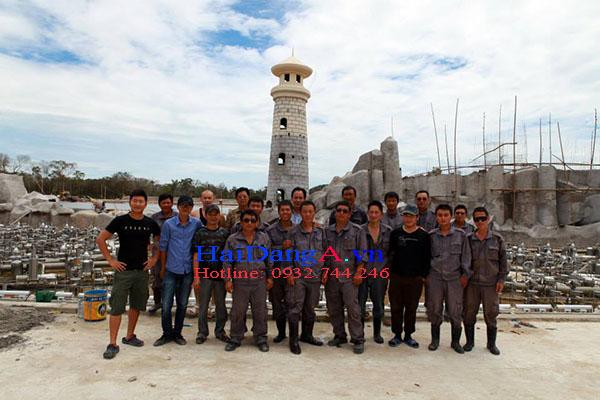Đội thi công lắp đặt hệ thống nhạc nước tại Vinpearl Land Phú Quốc