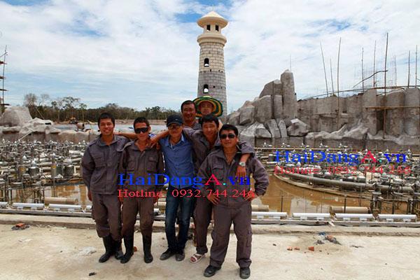 Chụp hình lưu niệm tại hệ thống nhạc nước của Vinpearl Land Phú Quốc