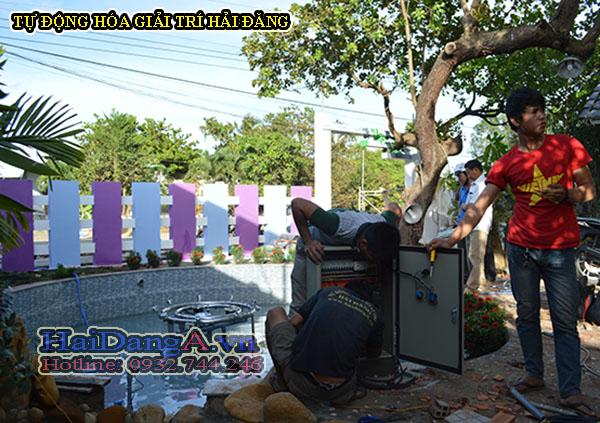 Cho nước vào hồ và tiến hành lắp đặt tủ điện điều khiển hệ thống đài phun nước
