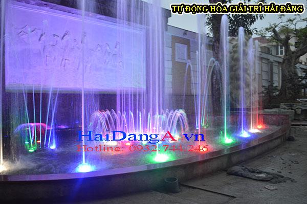 Cận cảnh các đầu phun nước của hệ thống đài phun nước phun theo nhạc