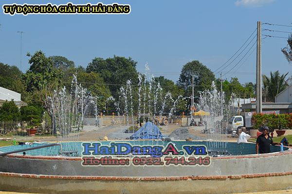 Hướng nhìn ra đài phun nước từ bên trong trung tâm thương mại - giải trí Cana nhìn ra