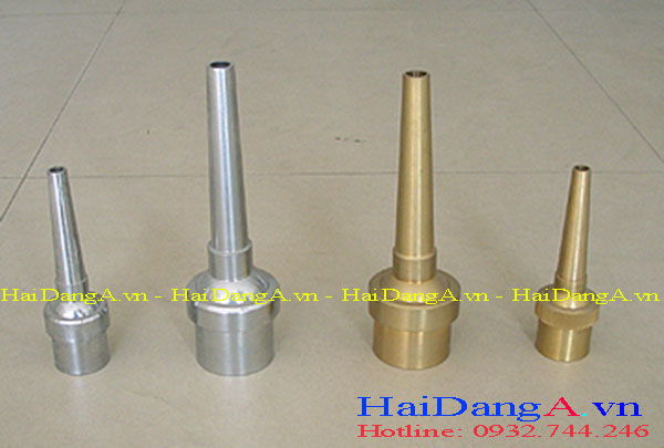 Đầu phun cột nước làm bằng inox 304 hoặc inox 316 và bằng đồng thau