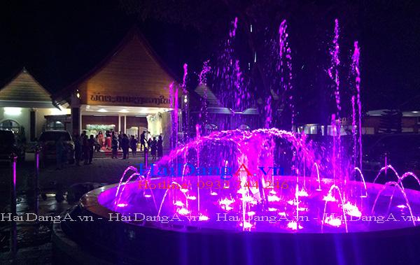 Hệ thống nhạc nước với đèn LED âm nước chiếu sáng rực rỡ