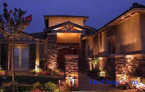 Đèn âm sàn ứng dụng chiếu sáng cảnh quan sân vườn tường nhà hay cây xanh