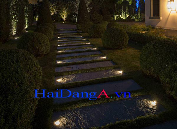 Đèn LED âm sàn chiếu lối đi và chiếu cây xanh trong sân vườn