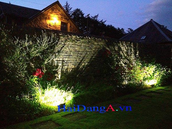 Ứng dụng đèn chiếu sáng cây xanh ngoài trời trong vườn