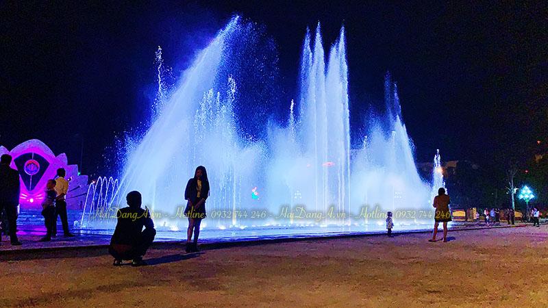 Đài phun nước sâm đất kết hợp âm nhạc ánh sáng lung linh về đêm