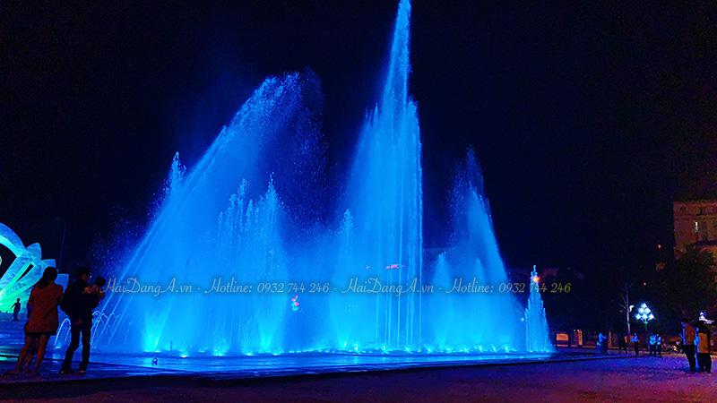 Hệ thống nhạc nước rực rỡ về đêm tại quảng trường tỉnh Hà Tĩnh