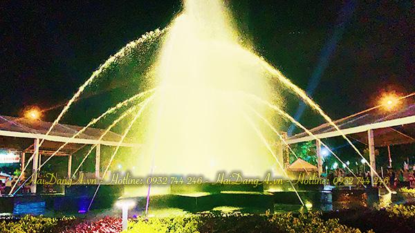 Hệ thống nhạc nước tuyệt vòi là chổ vui chơi giải trí của người dân Q4 hàng đêm