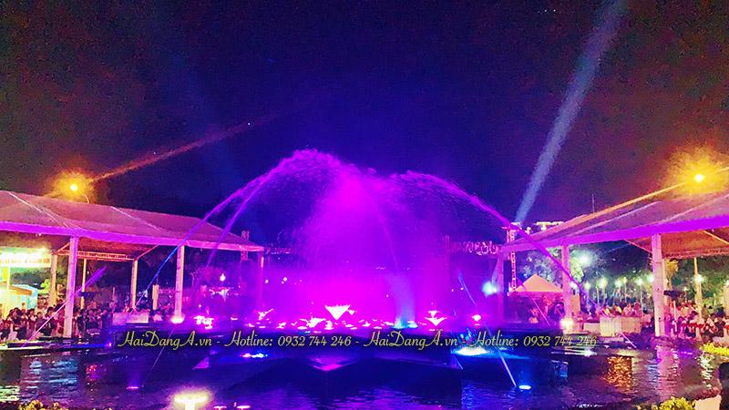Lung linh sắc màu hệ thống nhạc nước quảng trường Q4 về đêm