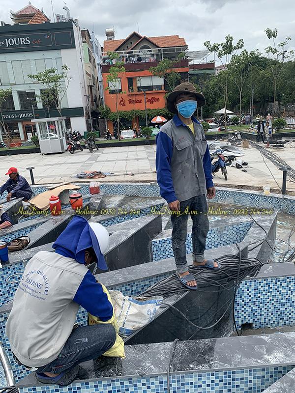 Nhân viên Hải Đăng thi công lắp đặt nhạc nước quảng trường quận 4