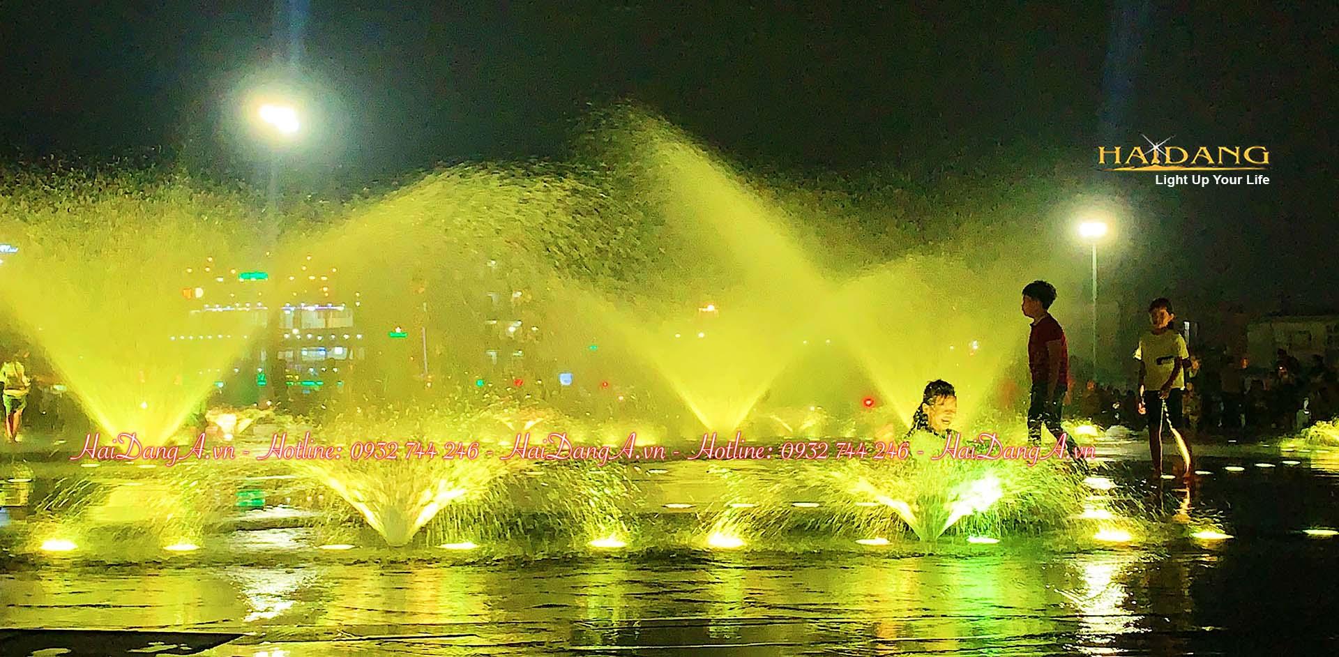 Hệ thống phun nước âm sàn rực rỡ sắc màu ban đêm