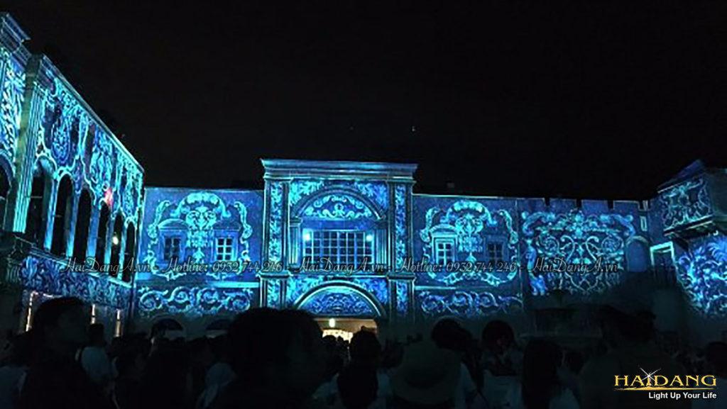 Biểu diễn trình chiếu ánh sáng bằng công nghệ 3D mapping trên bức tường tòa nhà