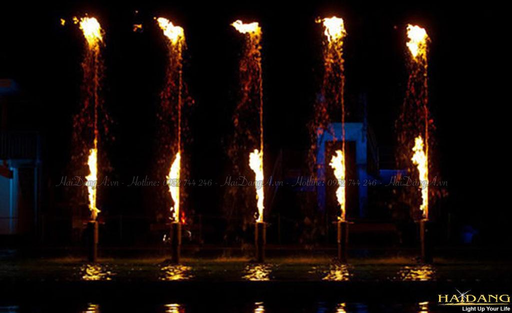 Chia ngọn lửa cháy trên nước với từng đốm lửa khác nhau