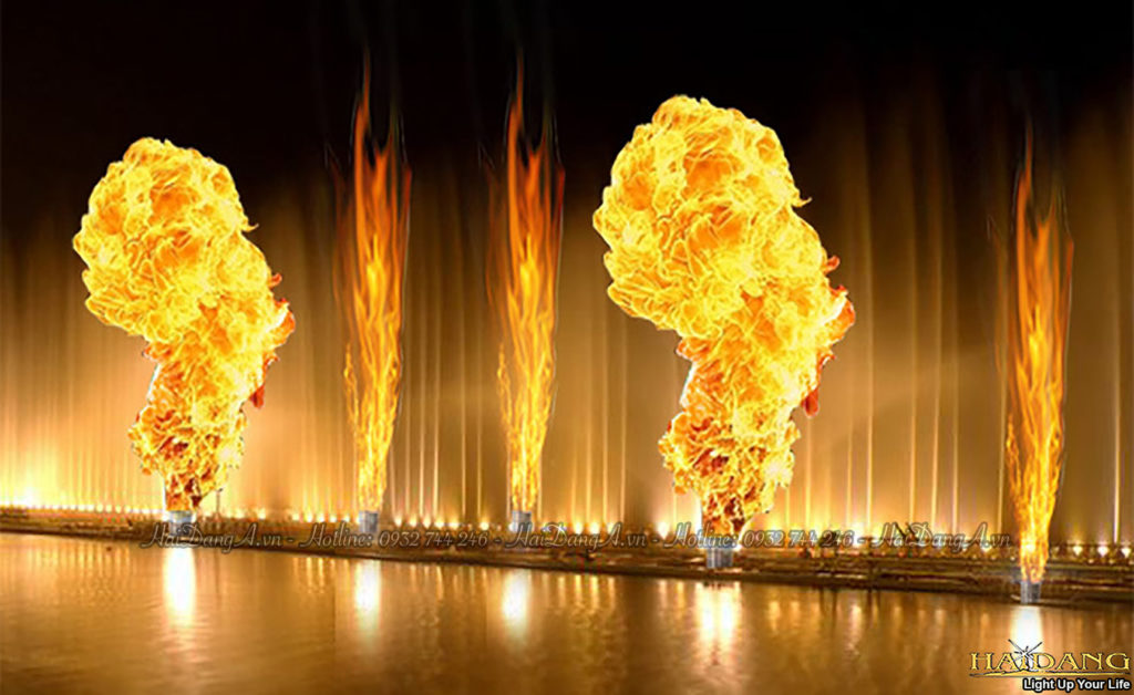 Phun đốt cháy đám lửa lớn hoành tráng