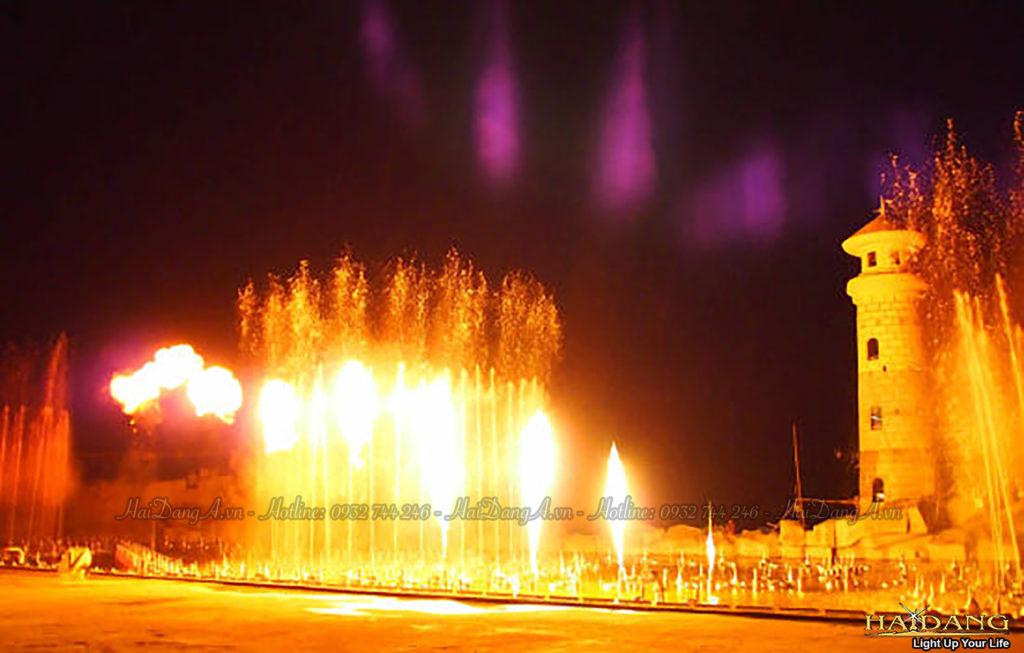 Phun lửa kết hợp phun nước trong chương trình biểu diễn